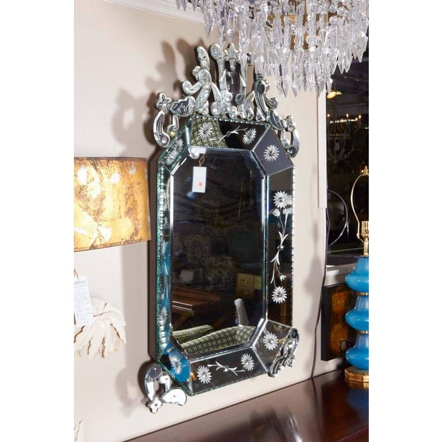1940s Extra Large 1940s Italian Hollywood Regency Venetian Mirror With Elaborate Etching For Sale - Image 5 of 8