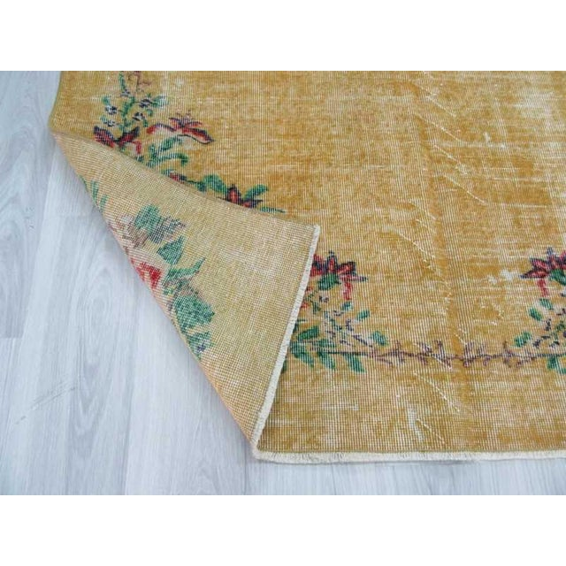 Vintage Floral Design Yellow Deco Rug - 4′10″ × 8′3″ For Sale In Los Angeles - Image 6 of 6