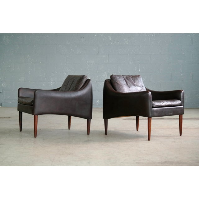 Hans Olsen Pair of Danish Lounge Chairs in Brown Leather and Rosewood Legs For Sale In New York - Image 6 of 13