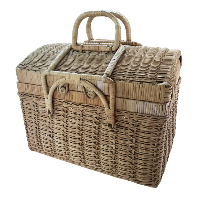 20th Century Boho Chic Natural Woven Wicker Picnic Basket For Sale