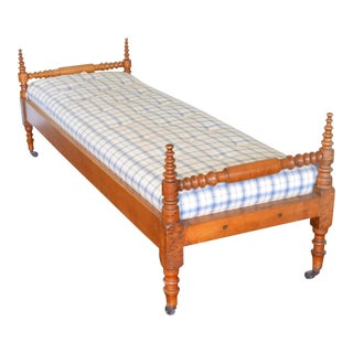 19th Century Antique American Provincial Maple Daybed Bench For Sale