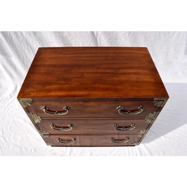 Asian Henredon Pan Asian Tansu Campaign Mahogany Bachelor Chest For Sale - Image 3 of 9