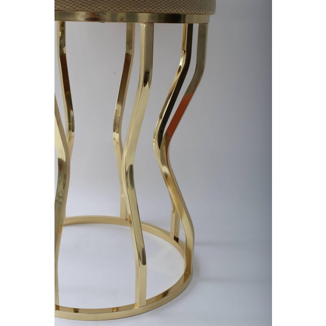 Mastercraft Mid-Century Hour Glass Form Round Vanity Stool in Polished Brass and Velvet Upholstery For Sale - Image 4 of 9