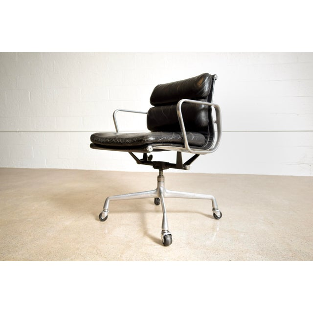 Aluminum Original Eames for Herman Miller Aluminum Group Soft Pad Management Office Chair with Arms For Sale - Image 7 of 11