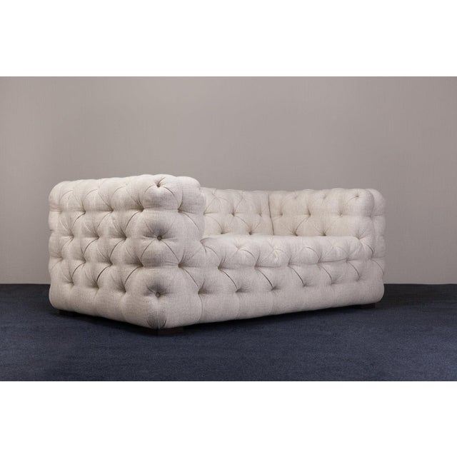 Our Chill Low brings out a twist on the Chesterfield buttoned detailing. Square and stylish, this sofa features soft lines...