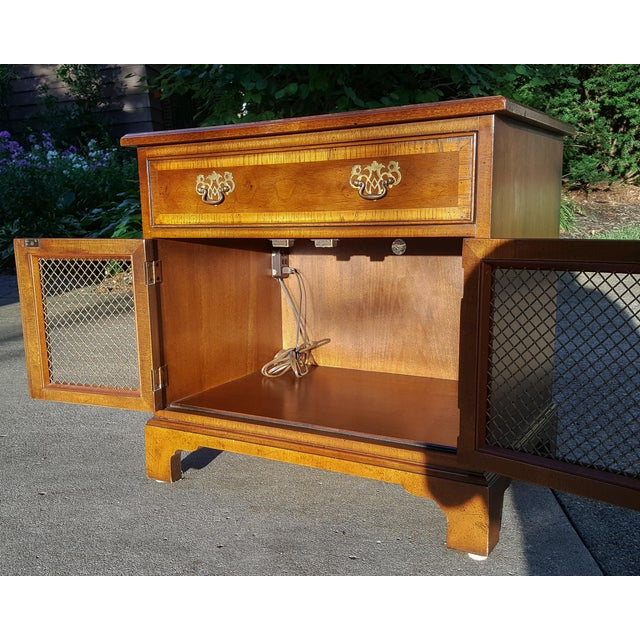 Metal Vintage Henredon Chippendale Style Banded Walnut Nightstands-A Pair For Sale - Image 7 of 13