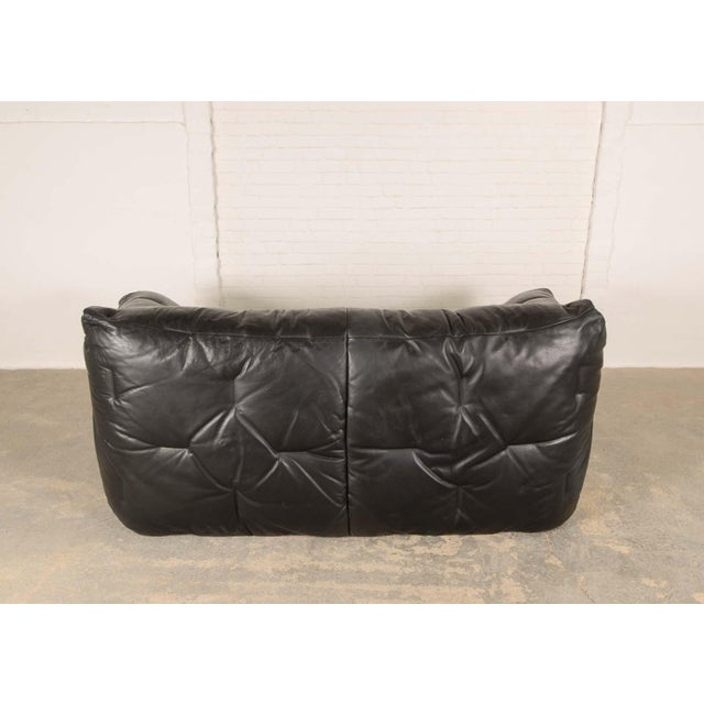 French Mid-Century Modern Design Smooth Black Leather Soft Shell Sofa by Hans Hopfer for Roche Bobois, 1980s For Sale - Image 3 of 7