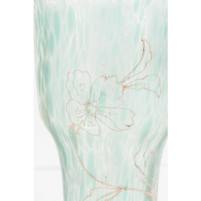 1920s Art Nouveau Austrian Art Glass Vase in Green Iridescent and Gold Relief Vine For Sale - Image 5 of 10
