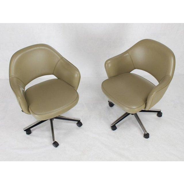 Knoll Set of Six Olive Leather Knoll Saarinen Executive Bucket Chairs For Sale - Image 4 of 10