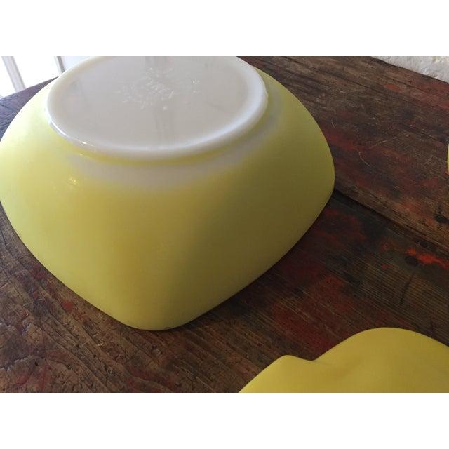 4-Piece Yellow Pyrex Square Salad Set - Image 6 of 9