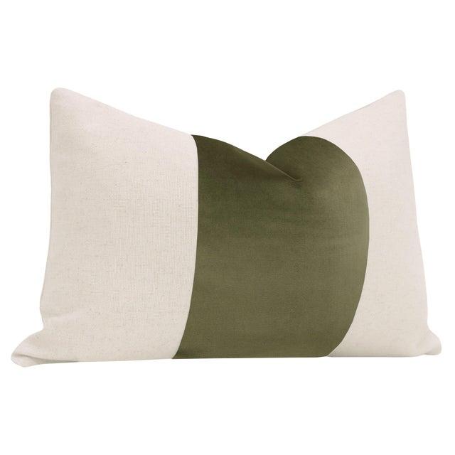 "Contemporary 12"" X 18"" Moss Velvet Panel & Linen Lumbar Pillows - a Pair For Sale - Image 3 of 6"