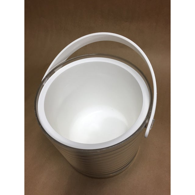1980s Sally Designs Clear Lucite Ribbed Ice Bucket For Sale In Chicago - Image 6 of 8
