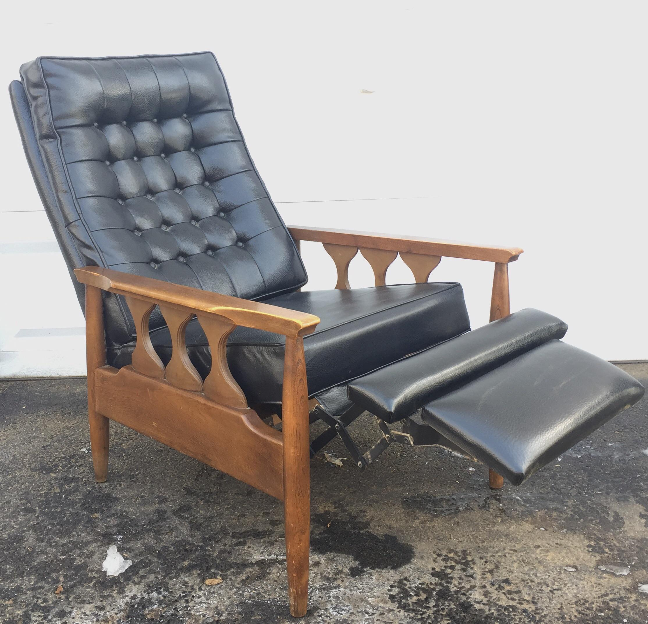 Vintage Tufted High Back Lounge Chair Recliner   Image 2 Of 11