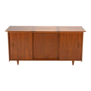 Danish Mid Century Modern Stereo Cabinet Credenza or Bar For Sale