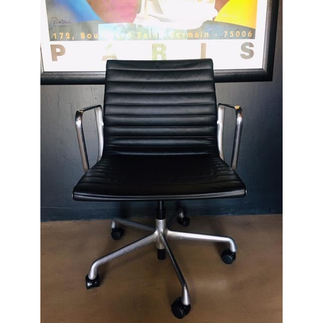 2000 - 2009 Eames Management Aluminum Chair For Sale - Image 5 of 11