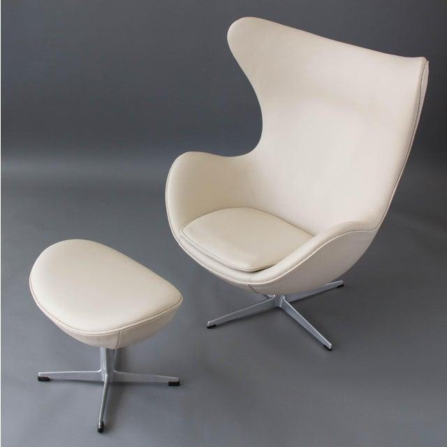 Arne Jacobsen Egg Chair & Ottoman - Image 4 of 11