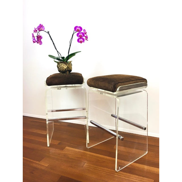 Leather 1970s Charles Hollis Jones Attributed Waterfall Lucite Swivel Bar Stools / Chairs, Set of 4 For Sale - Image 7 of 12