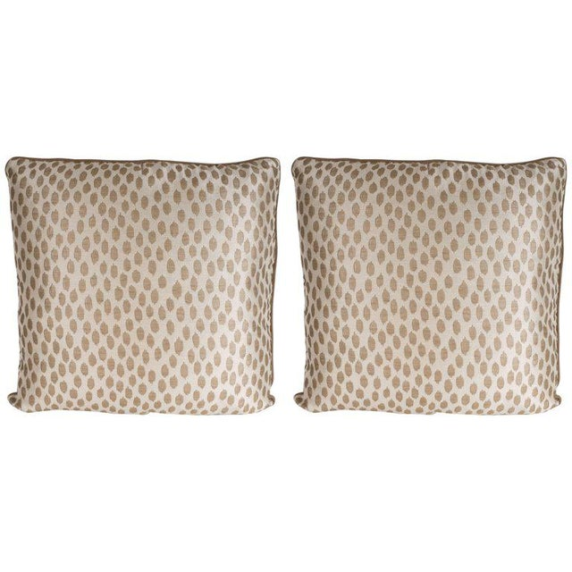 Silk Pair of Modernist Square Pillows in Ecru and Muted Gold Tones with Piping Detail For Sale - Image 7 of 7