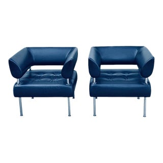 Contemporary Modern Pair of Leather Arm Chairs For Sale