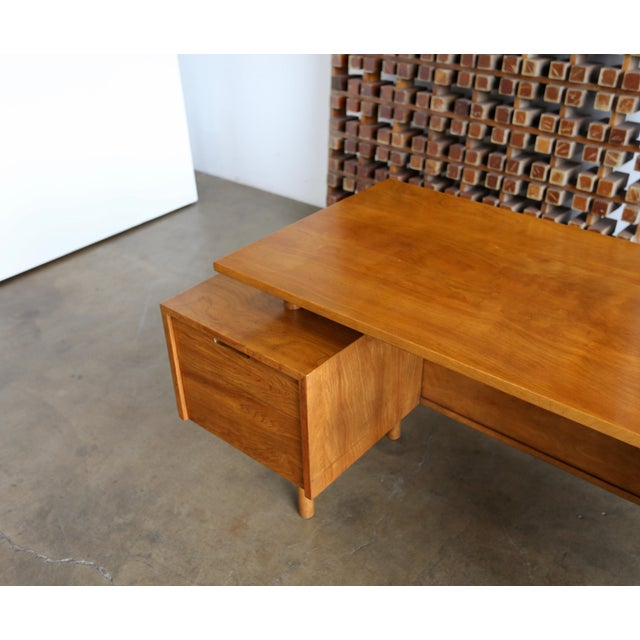 1950s Walnut Desk by Milo Baughman for Glenn of California For Sale - Image 5 of 13