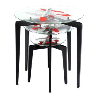 Art Glass Top Scallop Edge Tapered Leg Stackable Nesting Side Tables For Sale