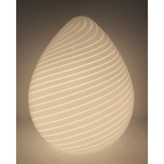 "1980s Late 1970s, Early 1980s, Vintage Venini Italian Murano White Swirl Glass Vetri ""Egg-Shaped"" Lamp For Sale - Image 5 of 13"
