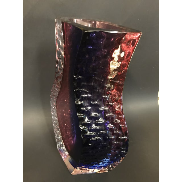 Stunning vase by Alessandro Mandruzzato for Cavagnis from Murano Italy. Vase is in perfect condition