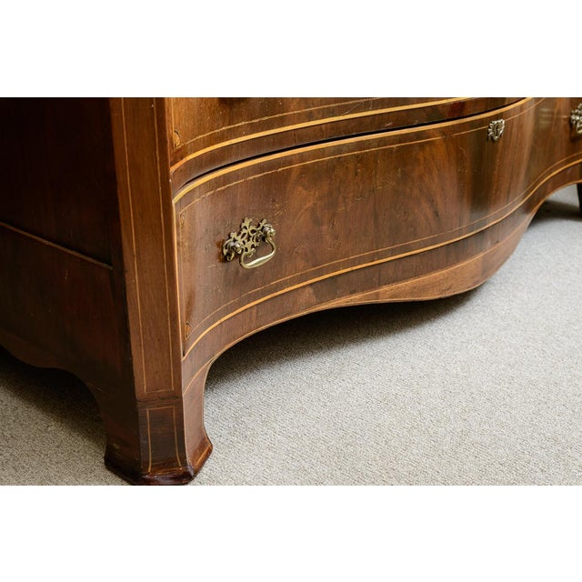 American Mahogany Serpentine Chest For Sale - Image 4 of 10