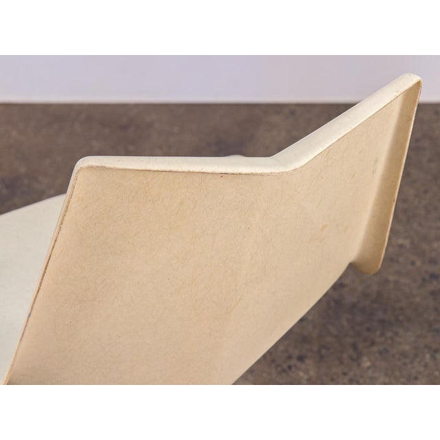 Abstract Paul McCobb White Origami Chair on Spider Base For Sale - Image 3 of 9