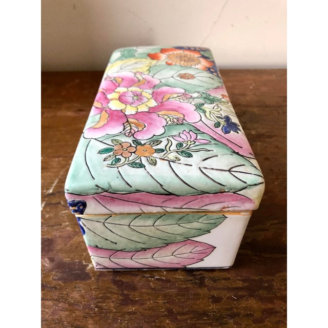 Vintage Chinoiserie Tobacco Leaf Porcelain Box For Sale - Image 4 of 7
