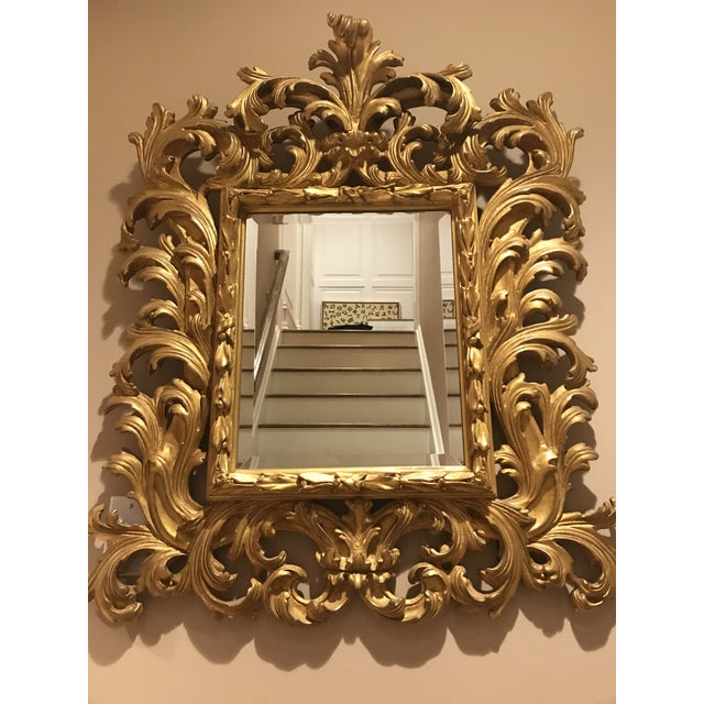 Beautiful intricate gold mirror. Perfect size for a hallway or bathroom, excellent closet!