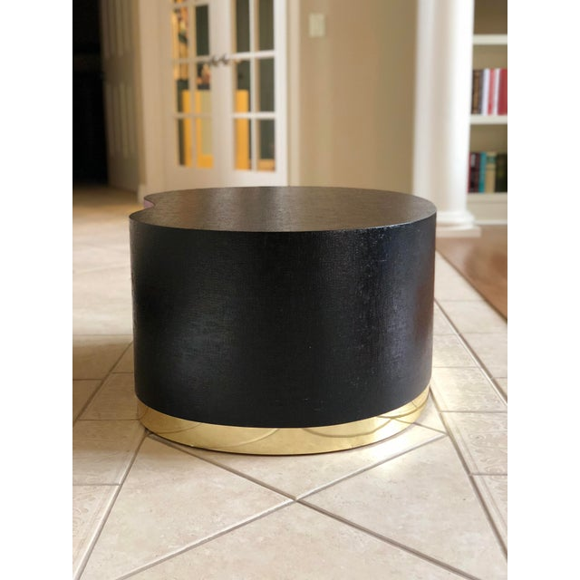 1970s Art Deco Karl Springer Kidney Black Grasscloth and Brass Coffee Table For Sale In Detroit - Image 6 of 9