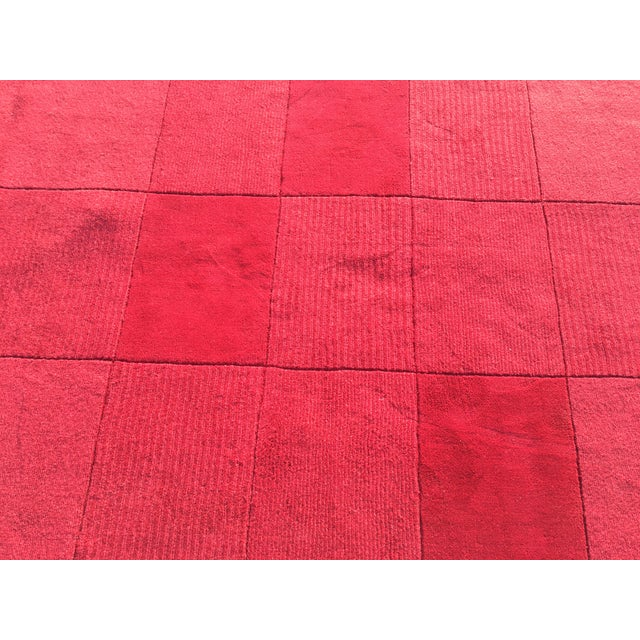 """Red Hand-Tufted Rug - 4'8"""" x 6'8"""" - Image 3 of 8"""