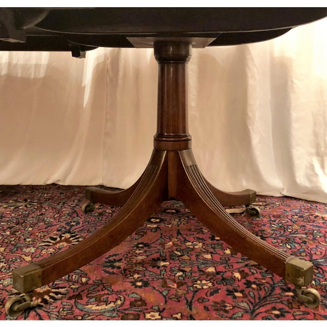 Late 19th Century Antique English Mahogany Dining Table With 2 Leaves. For Sale - Image 5 of 6