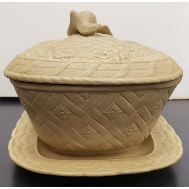 Early to Mid 19th Century English Wedgwood Caneware Game Pie Dish With Underplate - 2 Pieces For Sale In New Orleans - Image 6 of 13