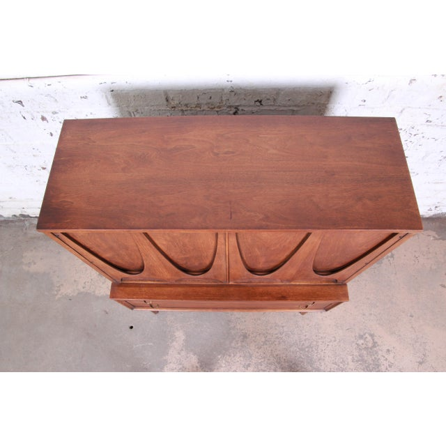 Broyhill Brasilia Mid-Century Modern Sculpted Walnut Gentleman's Chest For Sale - Image 9 of 12