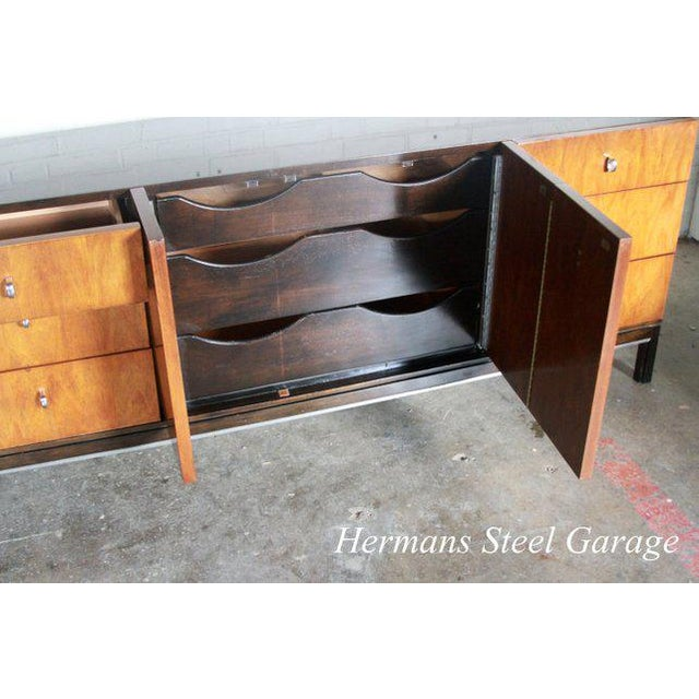Mid-Century Modern American of Martinsville 9 Drawer Dresser For Sale - Image 3 of 10
