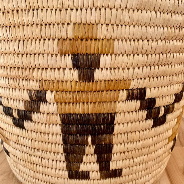 Fiber Authentic Vintage Native American Tohono O'Odham Woven Basket For Sale - Image 7 of 10