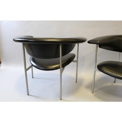 Fabulous contemporary black leather chair by designer Rudolf Wolf Fauteuil. Elegant curved design with square metal frame