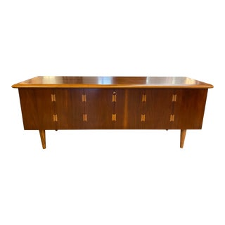 Mid-Century Blanket Chest From Lane Furniture For Sale
