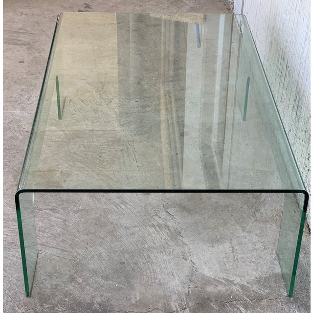 About Coffee table curved glass made in 10 mm-thick curved glass. Exceptional piece. Details OF THE PERIOD Mid-Century...
