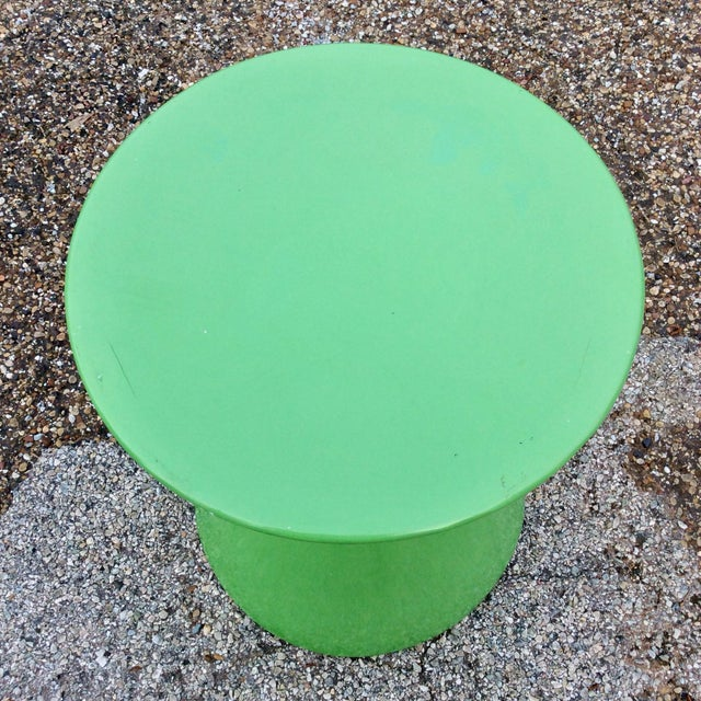 Mid-Century Modern Mid Century Green Molded Fiberglass Modernist Corseted Side Table For Sale - Image 3 of 6