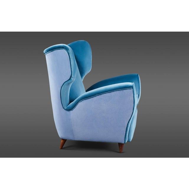 Pair of Italian Mid-20th Century Wingback Chairs in Two Tones of Velvet For Sale - Image 4 of 7