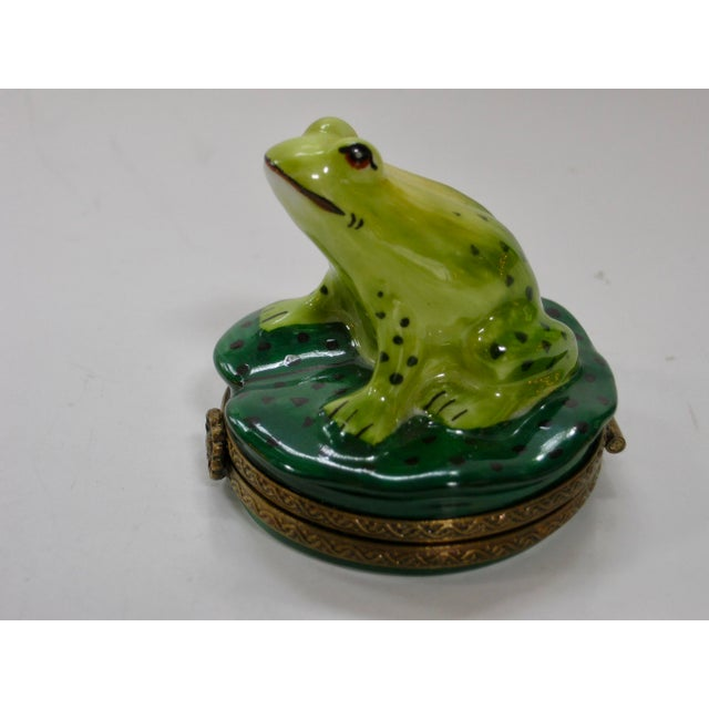 Impressionism 20th Century Cottage Hand Painted Frog on Pod Box For Sale - Image 3 of 8