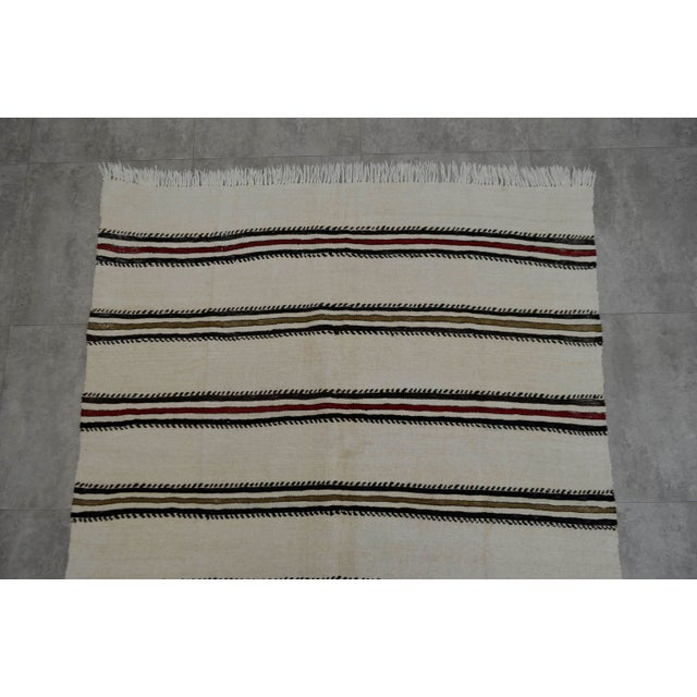 Vintage Natural Turkish Cotton Stripe Kilim Rug - 4′7″ × 7′9″ For Sale In New York - Image 6 of 9
