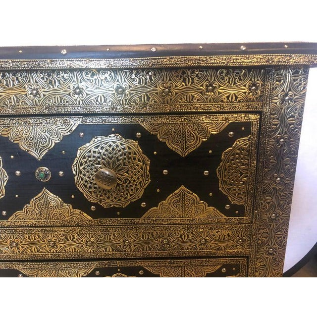 Pair Brass & Ebony Hollywood Regency Style Moroccan Commodes, Chests Nightstands For Sale In New York - Image 6 of 13