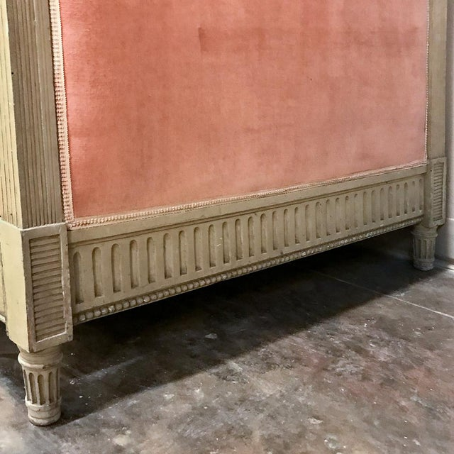 19th Century French Louis XVI Painted Day Bed For Sale In Baton Rouge - Image 6 of 12