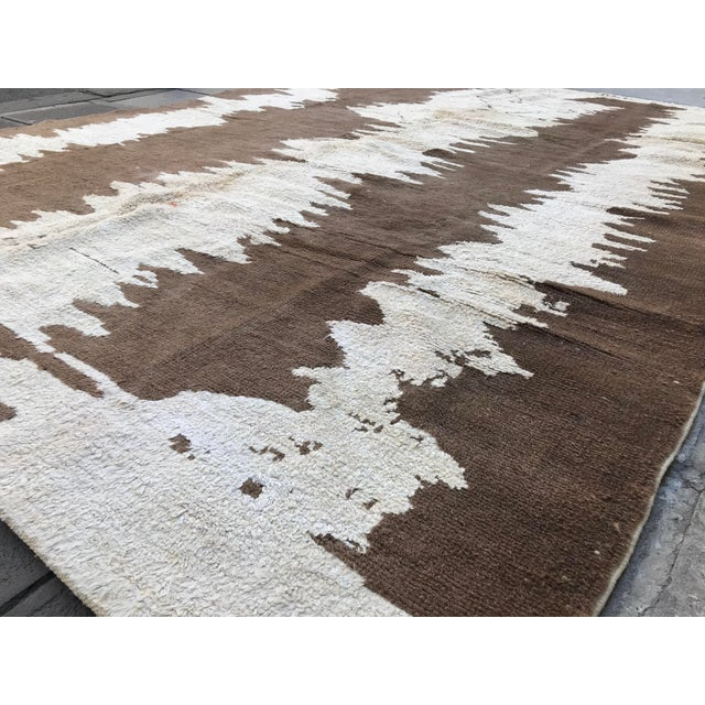 Textile Turkish Floor Oversize Handwoven Brown and White Hemp Rug For Sale - Image 7 of 10
