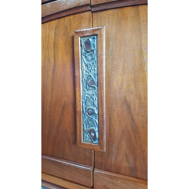 1960s Mid Century Modern John Keal for Brown Saltman Walnut Credenza For Sale - Image 9 of 13