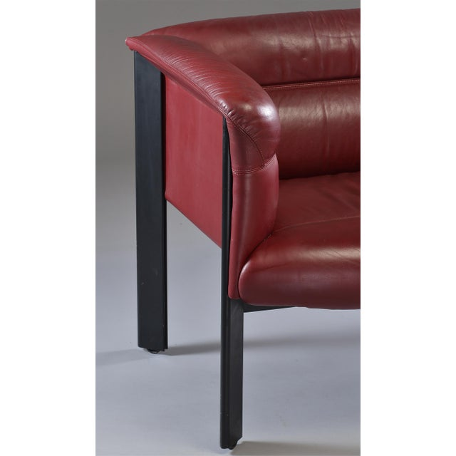 1970s Poltrona Frau Mid-Century Modern Burgundy Leather Settee For Sale In Detroit - Image 6 of 13
